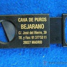Coleccionismo: CORTA PUROS DE PROPAGANDA CAVA DE PUROS HERNANI Y BEJARANO DE MADRID MARCA SOLINGER-GERMANY LLAVERO. Lote 30657930