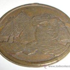 Coleccionismo: CURIOSA MEDALLA CON DIBUJOS EGIPCIOS CURIOSA. Lote 139027250