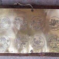 Coleccionismo: PLACA DE LATON CON SIGNOS DE ZODIACO. Lote 24629635