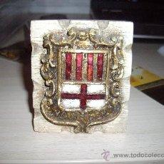 Coleccionismo: PRECIOSO ESCUDO DE MANRESA EN ESCAYOLA TIPO TROFEO. Lote 33074605