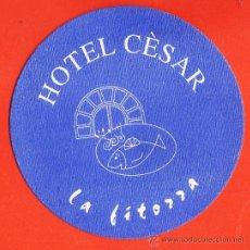 Coleccionismo: POSAVASOS - HOTEL CESAR / RESTAURANTE LA FITORRA - VILANOVA I LA GELTRU - CARTULINA - AÑOS 80 / 90. Lote 33369382