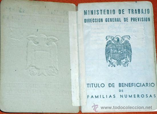Coleccionismo: CARNÉ DE FAMILIA NUMEROSA EPOCA DE FRANCO 1955 CON FOTO EN INTERIOR - Foto 2 - 33620243