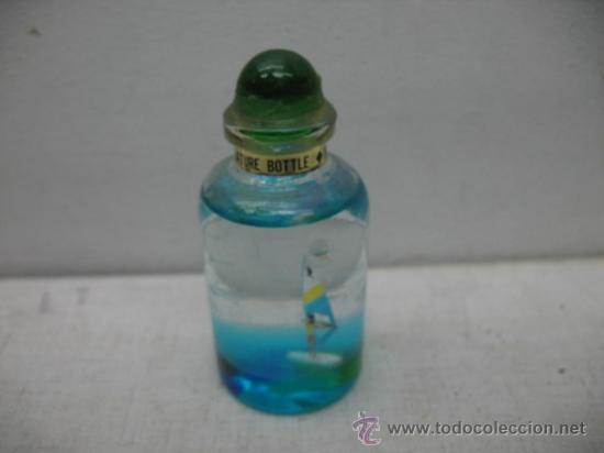 Coleccionismo: Lote de cuatro piezas decorativas de recuerdo: bote, tela, flotador y botella con barco - Foto 5 - 33997510