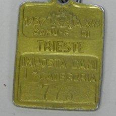 Coleccionismo: ANTIGUA CHAPA IMPUESTO CANINO 1º CATEGORIA DE TRIESTE, AÑO 1937, MIDE 3 X 2,2 CMS.. Lote 34933812