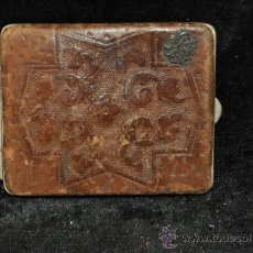 Coleccionismo: ANTIGUA PITILLERA EN CUERO GRABADO Y INICIALES EN PLATA. . Lote 36816997