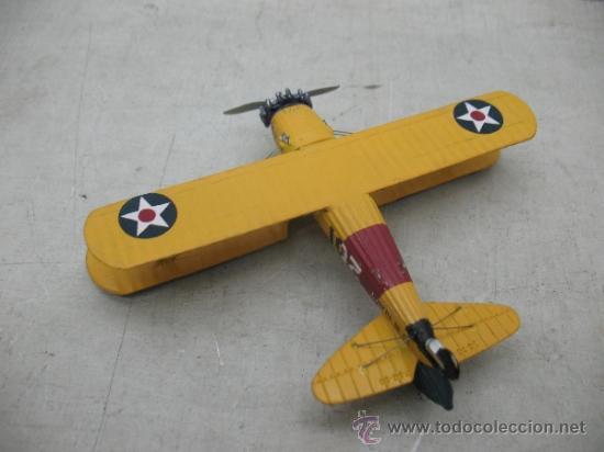 Coleccionismo: Avioneta de metal con dos pilotos - Foto 2 - 36904952