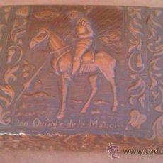 Coleccionismo: ANTIGUA TABAQUERA,EN CUERO REPUJADO DON QUIJOTE DE LA MANCHA.SIN/USO. Lote 37684375