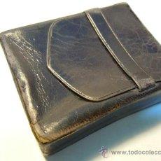Coleccionismo: PITILLERA DE PIEL ANTIGUA DE LOS AÑOS 30-40 (FUNDA PARA CAJETILLA DE CIGARROS). Lote 37812583
