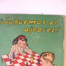 Coleccionismo: BONITA TAPA LIBRO JUGUEMOS AL AJEDREZ . ED DURÁN 1947. NIÑOS JUGANDO Y TABLERO AJEDREZ. Lote 38702326
