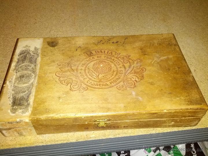 Coleccionismo: Antigua Caja de tabaco la dalia jose cabrera morales - Foto 2 - 39306103