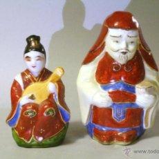Coleccionismo: LOTE DE 2 FIGURAS CHINAS DE CERÁMICA. DE 10 Y 9 CM DE ALTO.. Lote 40266256