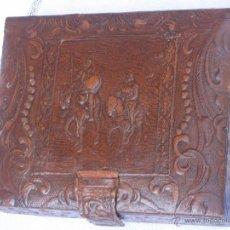 Coleccionismo: CAJA ANTIGUA PARA TABACO, CON ESCENA REPUJADA DE EL QUIJOTE.. Lote 42423271