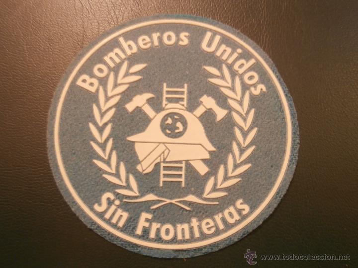 PARCHE BOMBEROS - BOMBEROS UNIDOS SIN FRONTERAS - AZUL CLARO / BLANCO - (Coleccionismo - Varios)