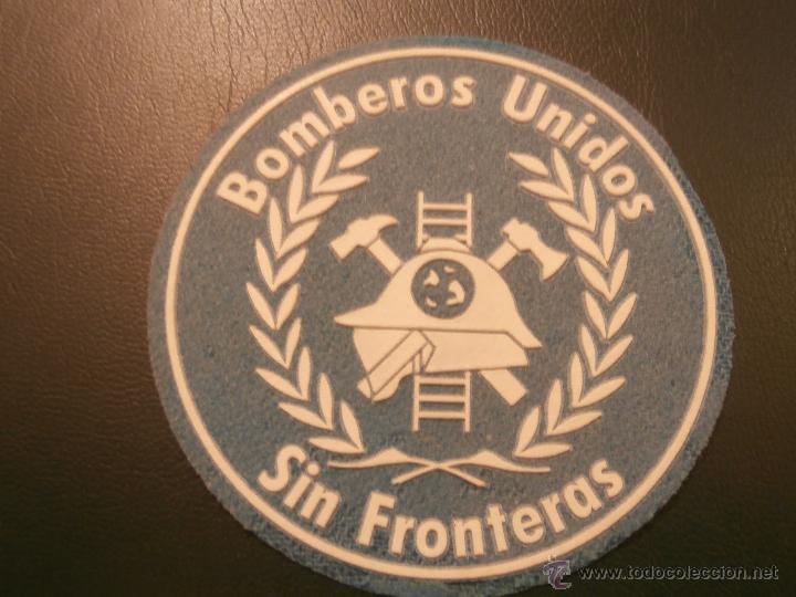 Coleccionismo: PARCHE BOMBEROS - BOMBEROS UNIDOS SIN FRONTERAS - Azul claro / Blanco - - Foto 3 - 42965783