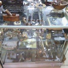 Coleccionismo: VITRINA DE CRISTAL. Lote 43224071