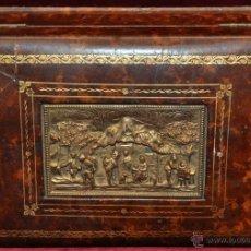 Coleccionismo: BONITA CAJA TABAQUERA FORRADA EN CUERO DE LOS AÑOS 50-60. Lote 43225159