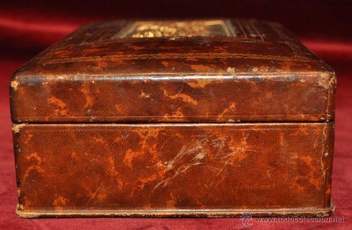 Coleccionismo: BONITA CAJA TABAQUERA FORRADA EN CUERO DE LOS AÑOS 50-60 - Foto 4 - 43225159
