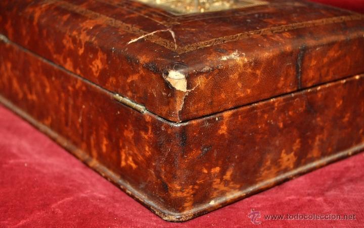 Coleccionismo: BONITA CAJA TABAQUERA FORRADA EN CUERO DE LOS AÑOS 50-60 - Foto 8 - 43225159