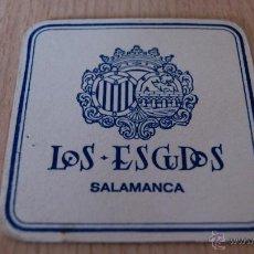 Coleccionismo: POSAVASOS ANTIGUO AÑOS 60 LOS ESCUDOS SALAMANCA. Lote 43529916