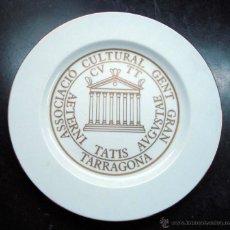 Coleccionismo: PLATO DE PORCELANA, CERAMICA, ASSOCIACIO CULTURAL GENT GRAN TARRAGONA - 31,5 CM, ISARD DE VALLS. Lote 43604361