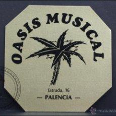 Coleccionismo: POSAVASOS PUBLICITARIO OCTOGONAL - OASIS MUSICAL. PALENCIA - MEDIDAS 10 X 10 CM. Lote 45594613