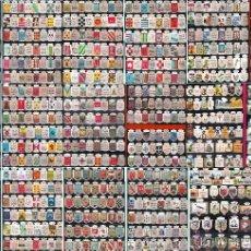 Coleccionismo: PRECIOSO CONJUNTO DE 450 EMBLEMAS DE AUXILIO SOCIAL DIFERENTES DE 30 CTS. Y 1 PTA. USO VOLUNTARIO.. Lote 46562205