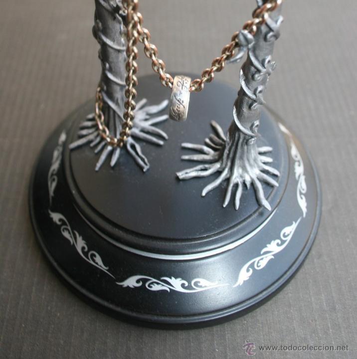 Seor de los anillos anillo nico en plata co comprar en seor de los anillos anillo nico en plata con urna expositora lord of the aloadofball Choice Image