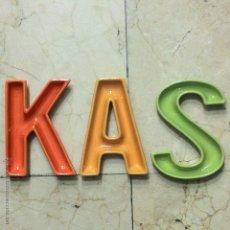 Coleccionismo: LETRAS REFRESCOS KAS DE CERÁMICA - KAS.. Lote 49449462