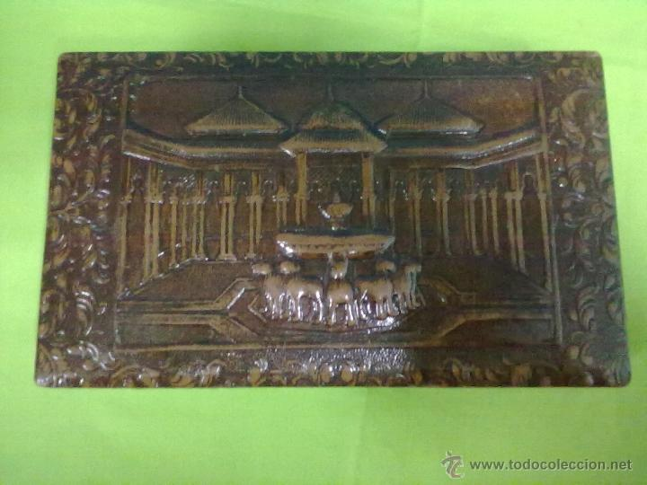PATIO DE LOS LEONES CAJA CIGARRERA CUERO REPUJADO GRANADA (Coleccionismo - Objetos para Fumar - Otros)