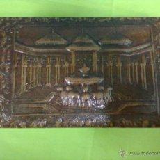 Coleccionismo: PATIO DE LOS LEONES CAJA CIGARRERA CUERO REPUJADO GRANADA. Lote 49753955