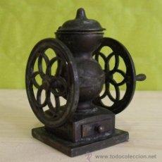 Coleccionismo: SACAPUNTAS METAL FORMA MOLINILLO CAFÉ PLAYME - REF 981 (PLAY ME). Lote 195502285