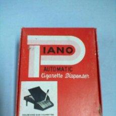 Coleccionismo: PITILLERA DISPENSADOR DE CIGARRILLOS PIANO CIGARRERA. Lote 53086224