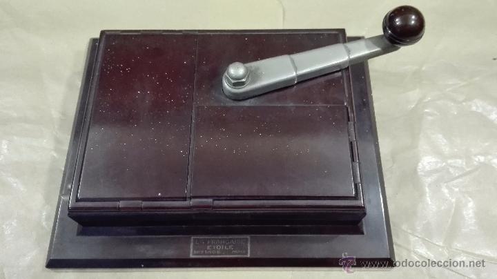ANTIGUA MÁQUINA PARA LIAR CIGARRILLOS DE BAQUELITA (Coleccionismo - Objetos para Fumar - Otros)