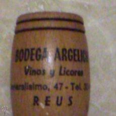 Coleccionismo: ANTIGUO PALILLERO BARRILETE DE MADERA PUBLICIDAD BODEGA ARGELICH C/ GENERALÍSIMO REUS. Lote 80659555