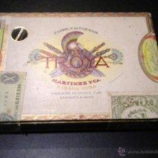 Coleccionismo: CAJA DE PUROS / FABRICA DE TABACOS MARTINEZ Y CA. / HABANA CUBA / 25 UNIVERSALES. Lote 53790421