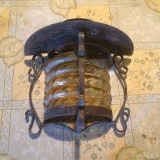 Collecting - Antigua lámpara / farol / farolillo de exterior en hierro y cristal amarillo, años 60 - 57401545