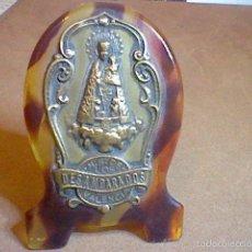 Coleccionismo: CUADRO NTRA SRA DESAMPARADOS METAL Y MARCO CREO CAREY 6 CMS ALTO . Lote 57405028
