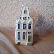 Coleccionismo: CASITA BOTELLA EN CERÁMICA DE DELFTS 104. Lote 58201423