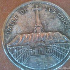Coleccionismo: CHAPA VALLE DE LOS CAIDOS. Lote 149904861