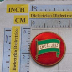 Coleccionismo: CHAPA CHAPITA DE METAL CON LA BANDERA DE ANDALUCÍA. Lote 59722667