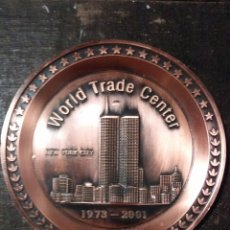Coleccionismo: PLATO METÁLICO CONMEMORATIVO DEL WORLD TRADE CENTER. Lote 62102311