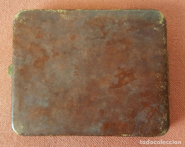 Coleccionismo: PITILLERA EN PIEL. ESTAMPADA CON FILIGRANA EN DORADO. VIENA. CIRCA 1970. - Foto 2 - 71801703