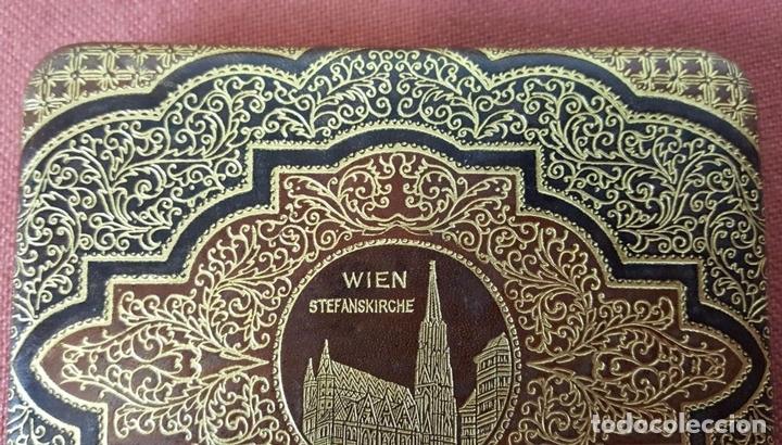 Coleccionismo: PITILLERA EN PIEL. ESTAMPADA CON FILIGRANA EN DORADO. VIENA. CIRCA 1970. - Foto 5 - 71801703