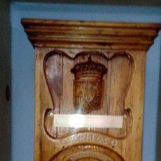 Coleccionismo: BUZÓN DE CORREOS DE MADERA DE PINO HECHO A MANO DE PRINCIPIOS DE 1900 DE ARGENTONA - ÚNICO -. Lote 74290903