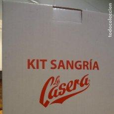 Coleccionismo: LA CASERA KIT NUEVO JARRA DE LITRO Y CORTALIMONES. Lote 73834753
