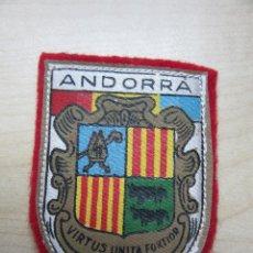 Coleccionismo: ESCUDO ENTELADO SOBRE FIELTRO DE ANDORRA FINALES AÑOS 50. Lote 75720039