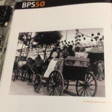 Coleccionismo: FOTOGRAFÍA HISTÓRICA. LÁMINA DE LIBRO. FERIA DE ABRIL DE SEVILLA, AÑOS 50.. Lote 76049763