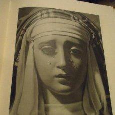 Coleccionismo: 31,5 X 24 ANTIGUA LAMINA SEMANA SEVILLA SANTA BLANCO Y NEGRO VIRGEN DE MONTSERRAT. Lote 76071627