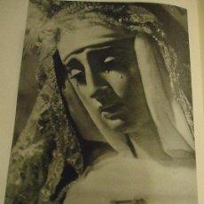Coleccionismo: 31,5 X 24 ANTIGUA LAMINA SEMANA SANTA SEVILLA BLANCO Y NEGRO - VIRGEN DE LA VICTORIA. Lote 76081671