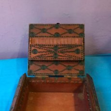 Coleccionismo: BONITA CAJA DE MADERA PARA GUARDAR TABACO (TABAQUERA) . Lote 76395731